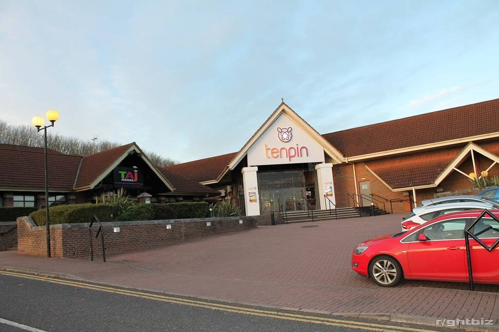Spectacular large restaurant Opportunity, right next to Cinema and Leisure Complex - Image 1