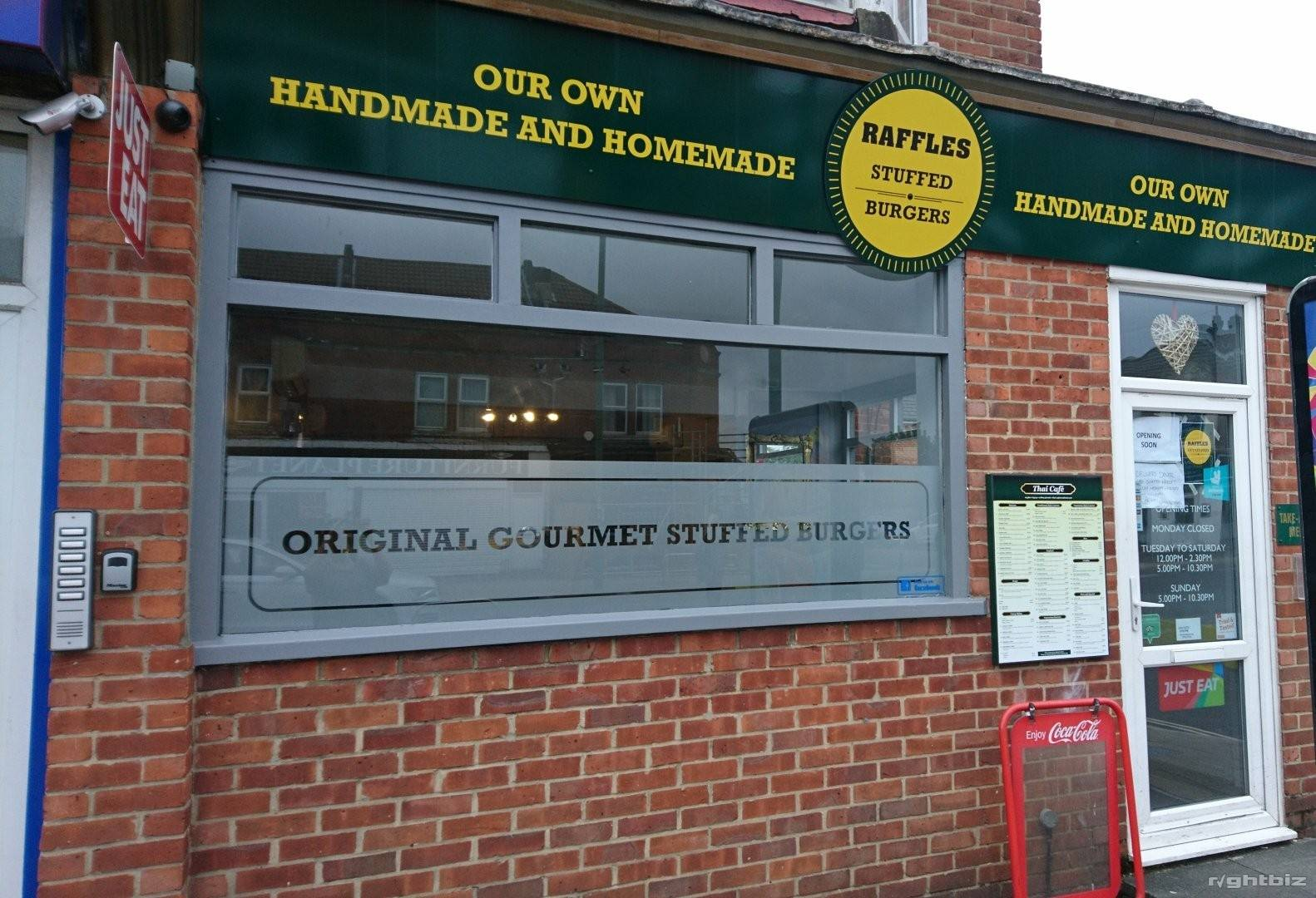 Restaurant in prime position for sale, leasehold with flexible renewal terms - Image 1