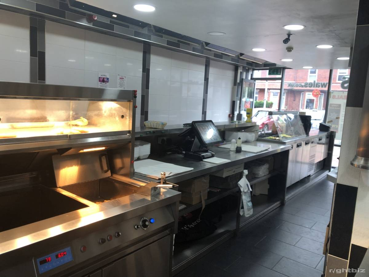 Takeaway and fish and chips shop fully equipped - Image 1