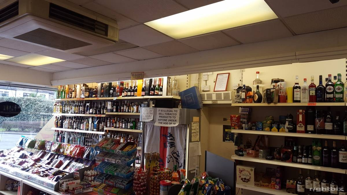OFF LICENCE FOR SALE WITH LARGE 1BED FLAT VERY CHEAP RENT - Image 1