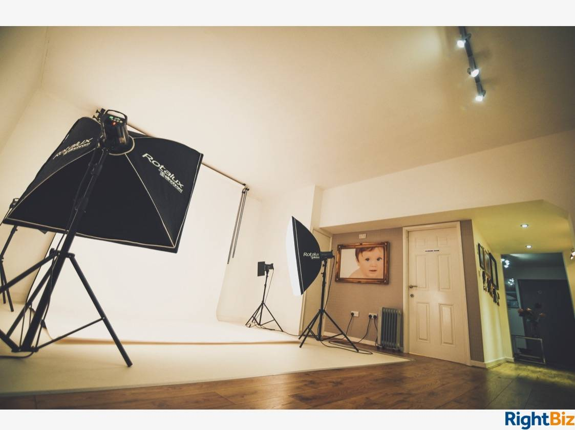 Established photography studio on well-maintained shopping precinct. Good traffic from local school - Image 1