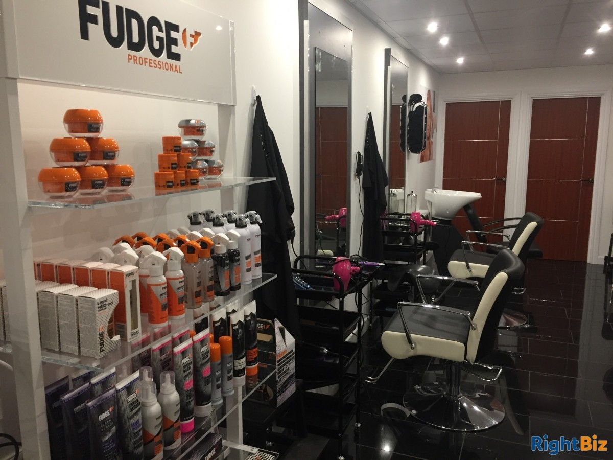 Hair Salon in Livingston for Lease in residential area - Image 1