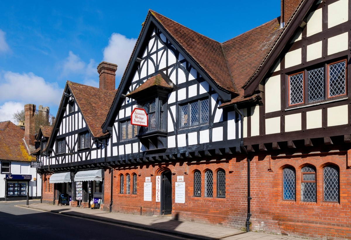 Opportunity to acquire a well-established Antiques Centre in historic West Sussex town - Image 1