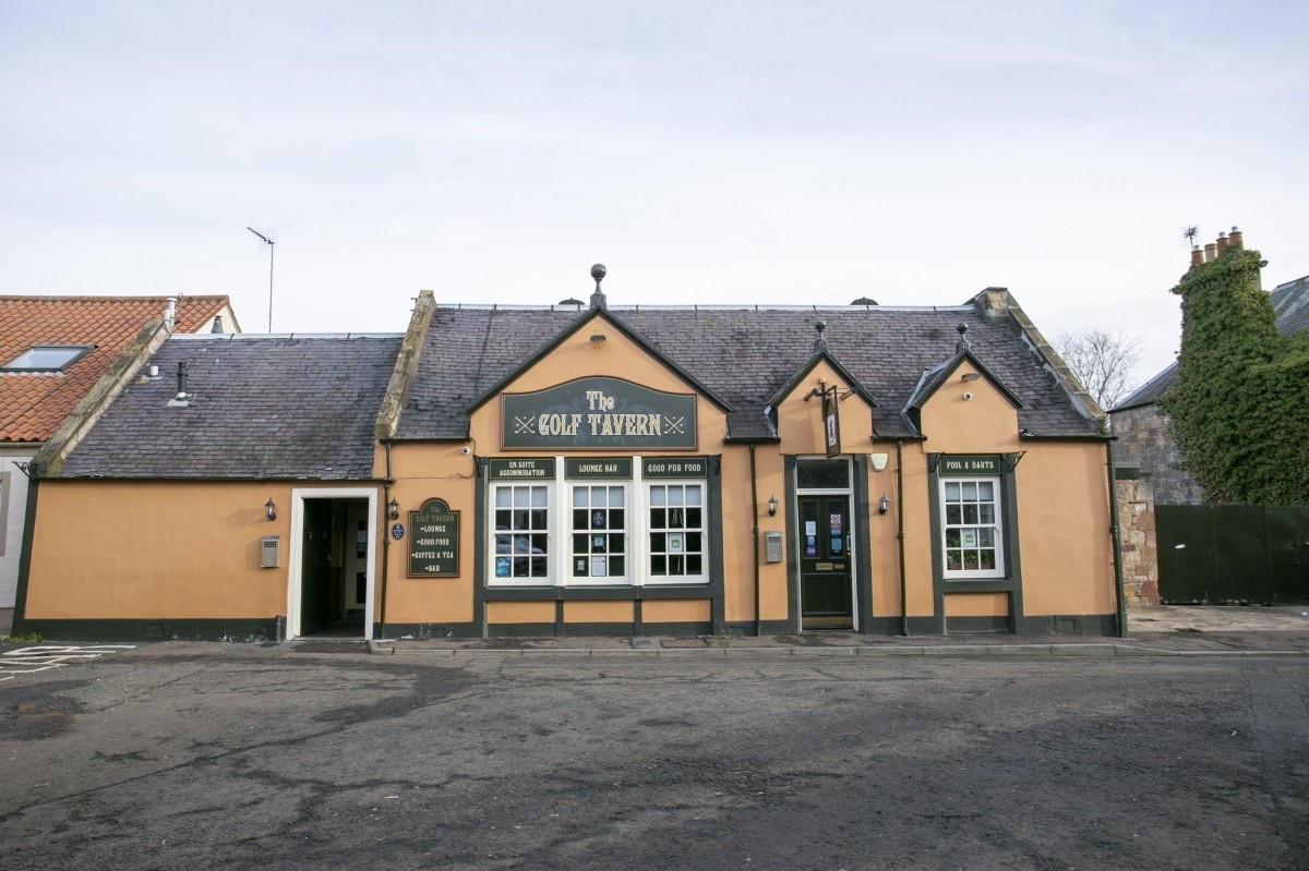For Sale - Well Presented Small Town Hotel with Bar and Restaurant for Sale, Near to the Golf Coast. - Image 1