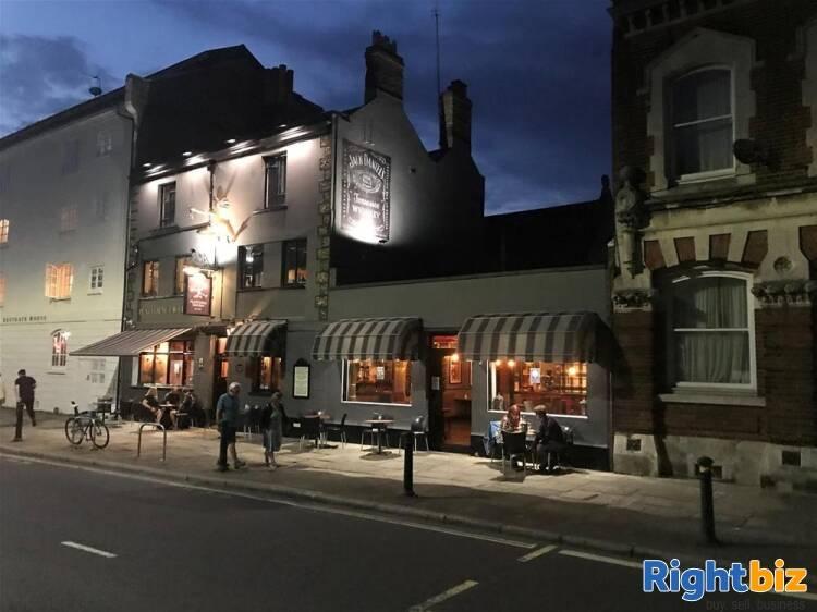 Pub & Live Music Venue for sale in Southampton - Image 1