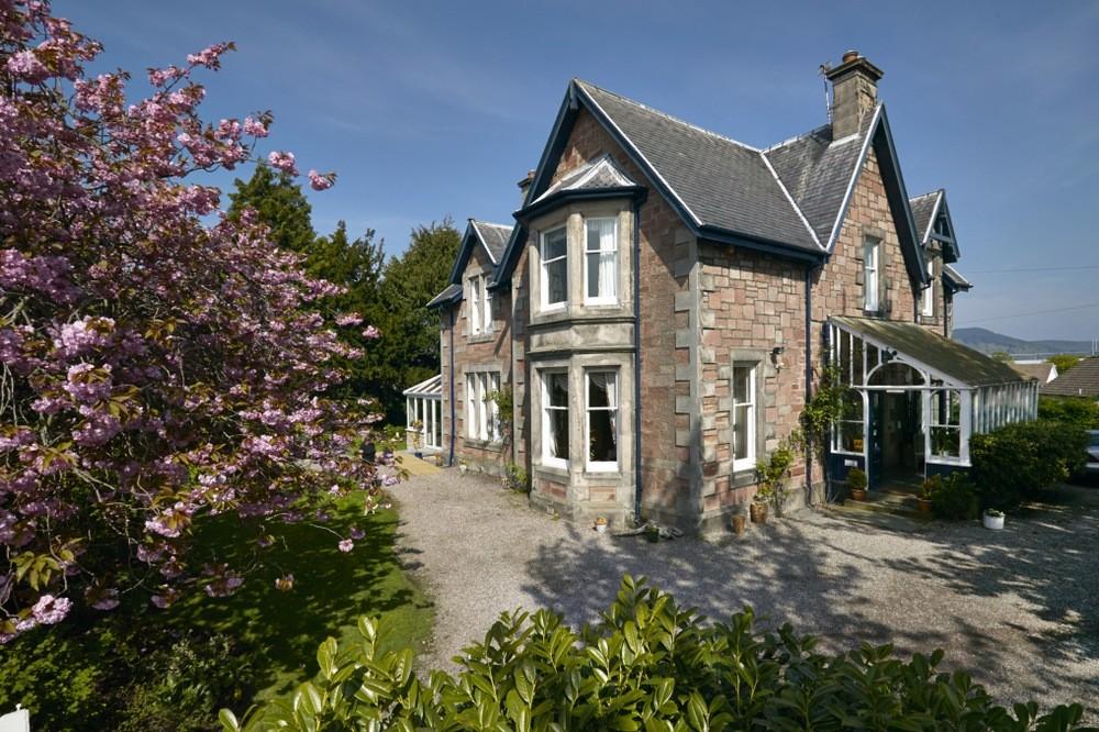 Exceptional Guest House set near Inverness City Centre - Image 1
