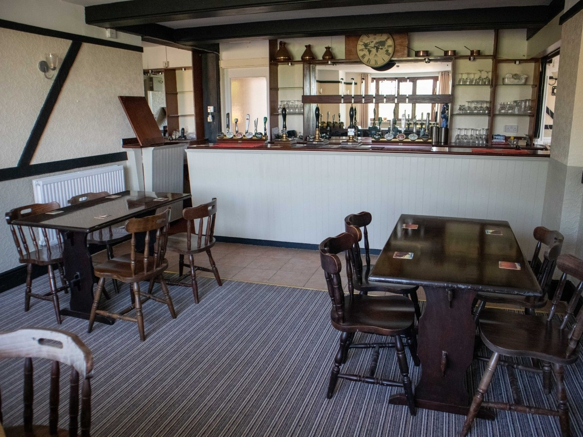 SUFFOLK - WELL PRESENTED FREEHOUSE - Image 1