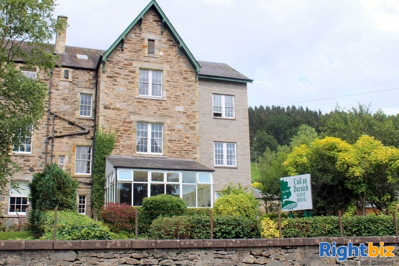 Outstanding 6-Bedroom Guest House near Pitlochry - Image 1