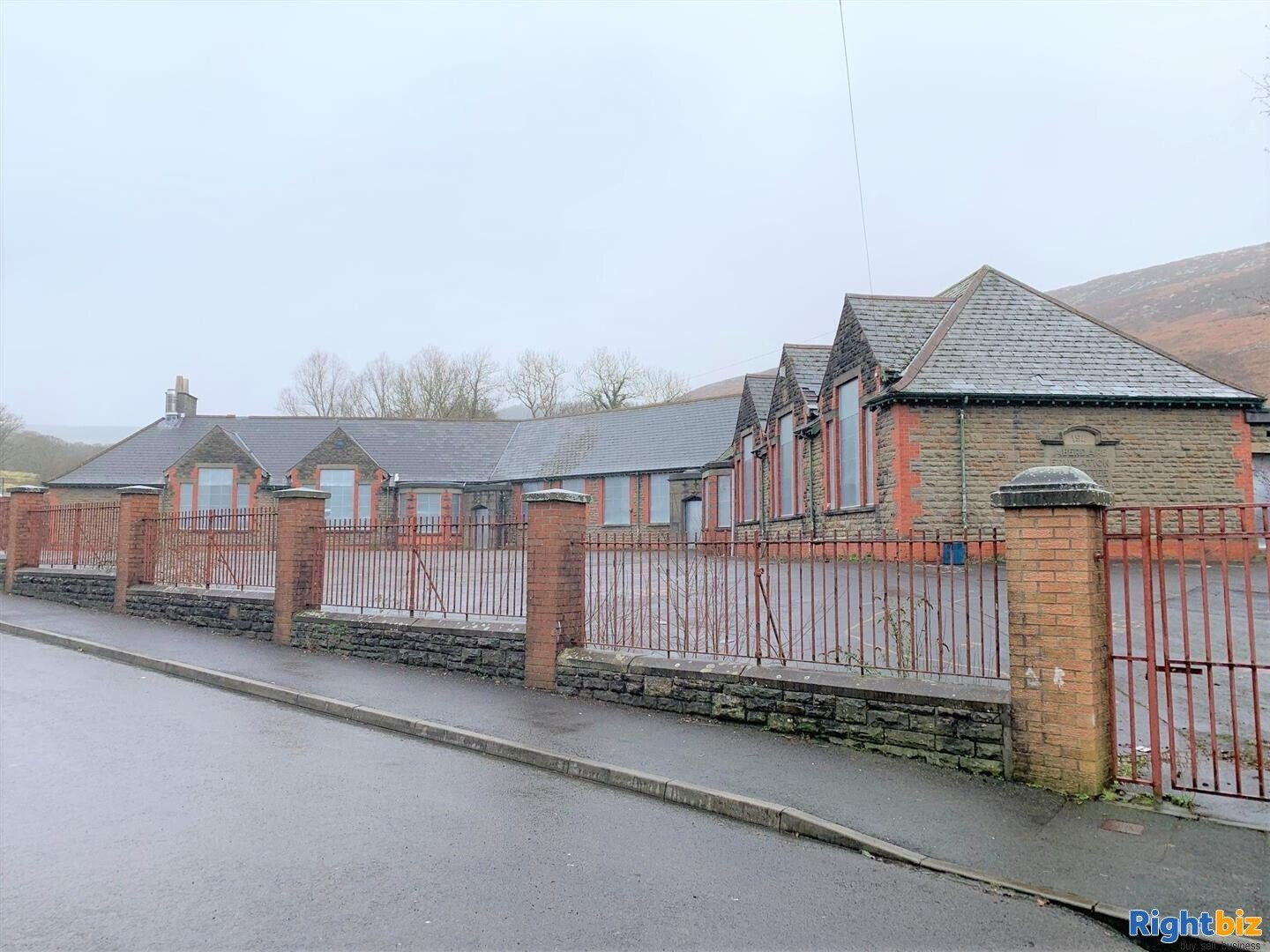 FORMER JUNIOR SCHOOL (CLASS D1 PP) ON A SITE OF AROUND 0.75 ACRES WITH REDEVELOPMENT POTENTIAL - Image 1