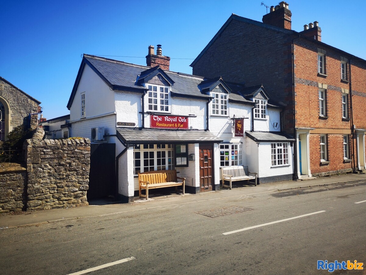 HEREFORDSHIRE/POWYS BORDER - MARKET TOWN CENTRE FREE HOUSE - Image 1