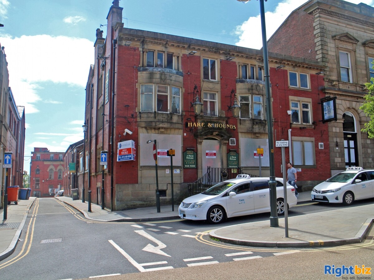 GREATER MANCHESTER- PUBLIC HOUSE LOCATED ON BUSY TOWN CENTRE HIGH STREET - Image 1