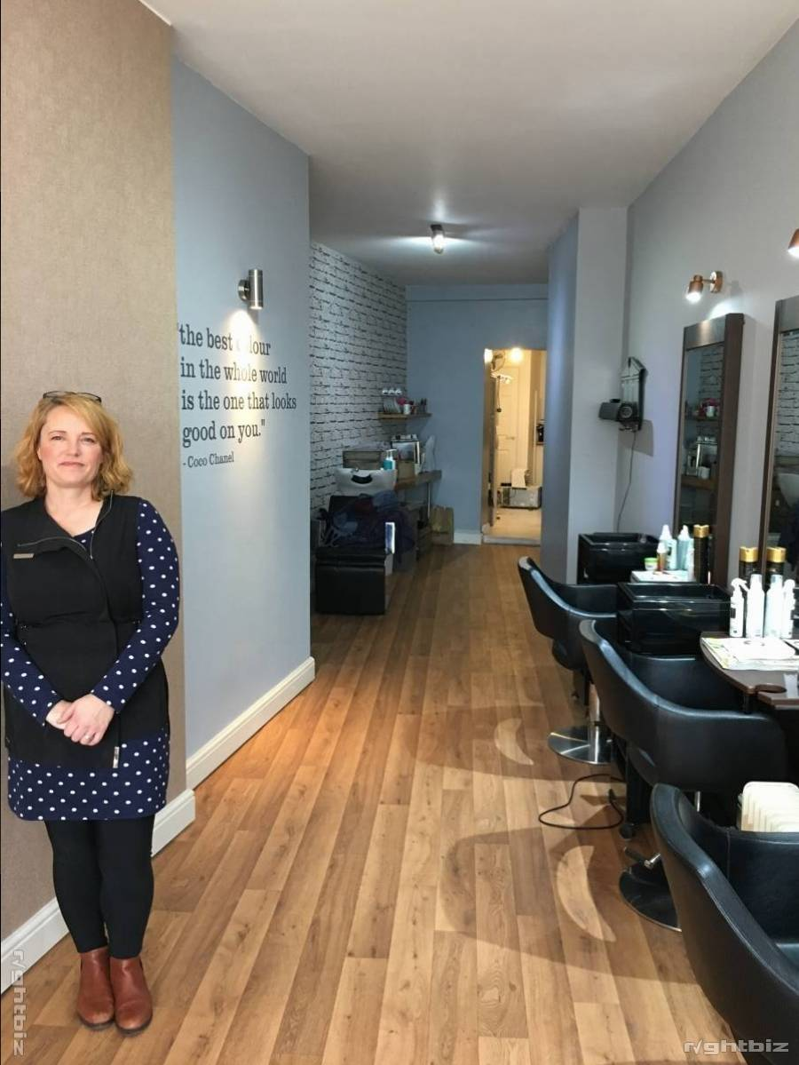 Small Boutique Hair Salon in Barnet North London For Sale £50K Huge potential Very Low rent No rates - Image 1
