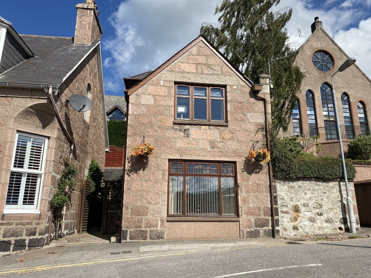 Guest House in the heart of Banchory with Airbnb Opportunity - Image 10