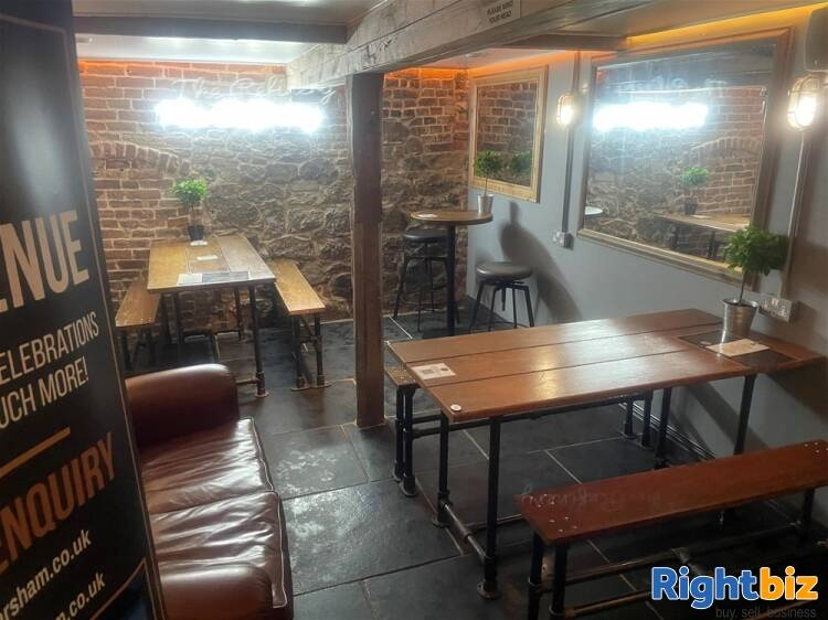 Recently Fitted Café/Bar in Historic and Busy Town Centre Location - Image 10