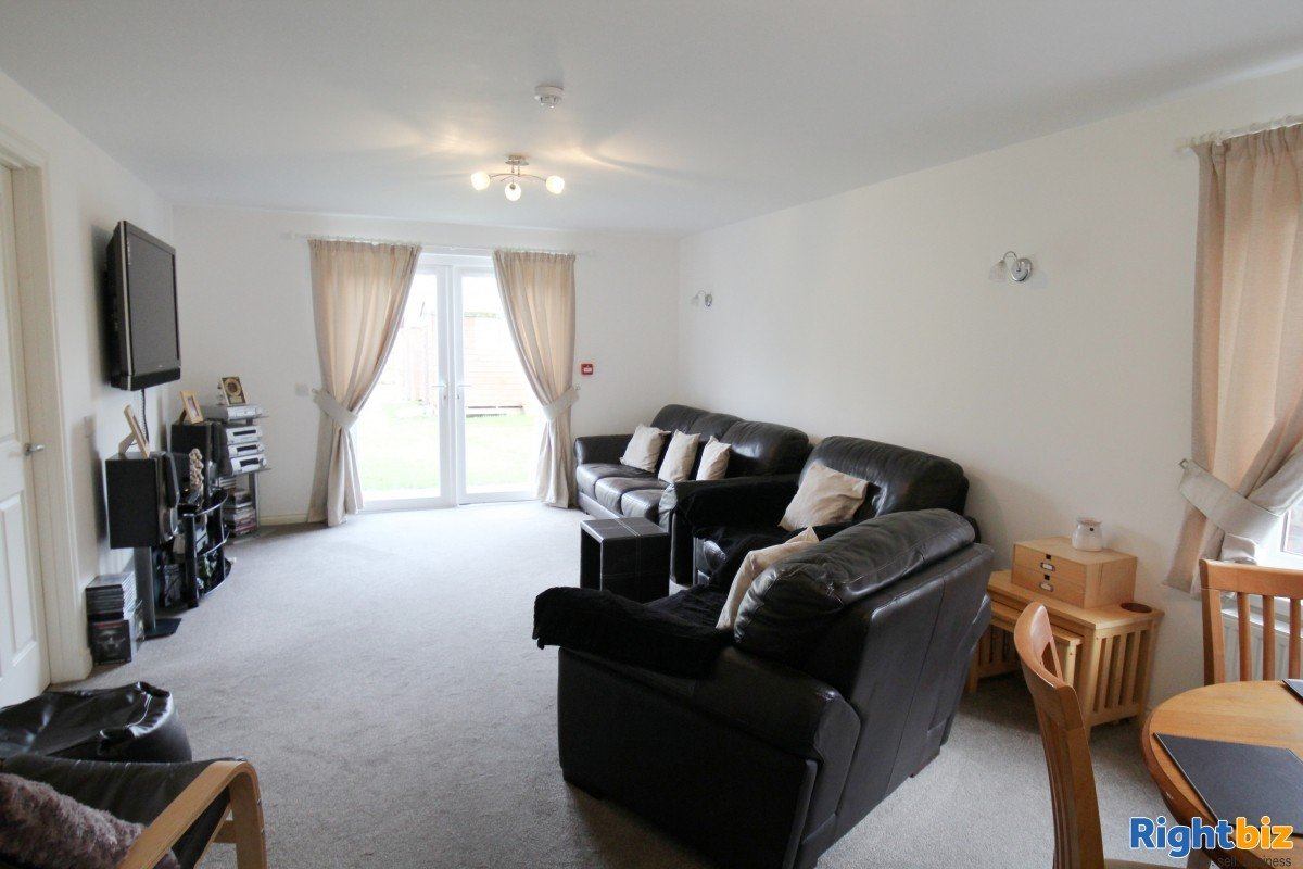 Popular Guest House in the Busy Tourist town of Perth, for Sale - Image 11