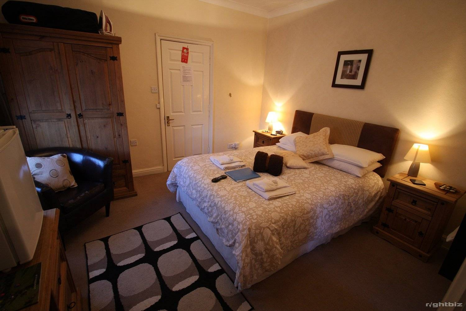 A successful 7-8 bedroom guest house in busy town in Wiltshire. Retirement Sale. - Image 13