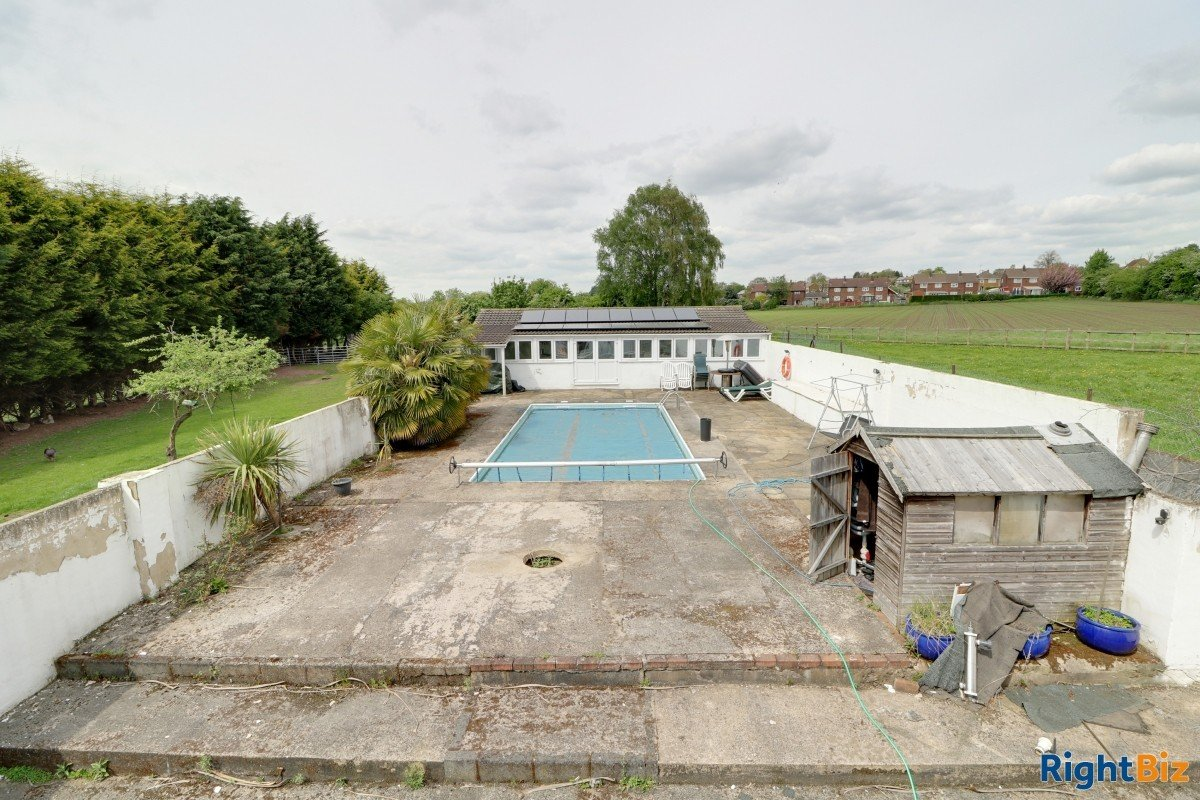 Smallholding in the heart of a village currently used as licensed dog breeder, swimming pool - Image 15
