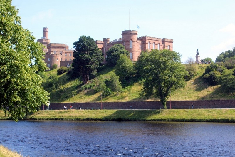 Modern Bed & Breakfast set in the City of Inverness - Image 15