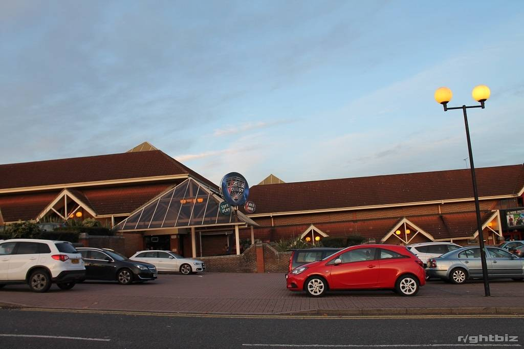 Spectacular large restaurant Opportunity, right next to Cinema and Leisure Complex - Image 2
