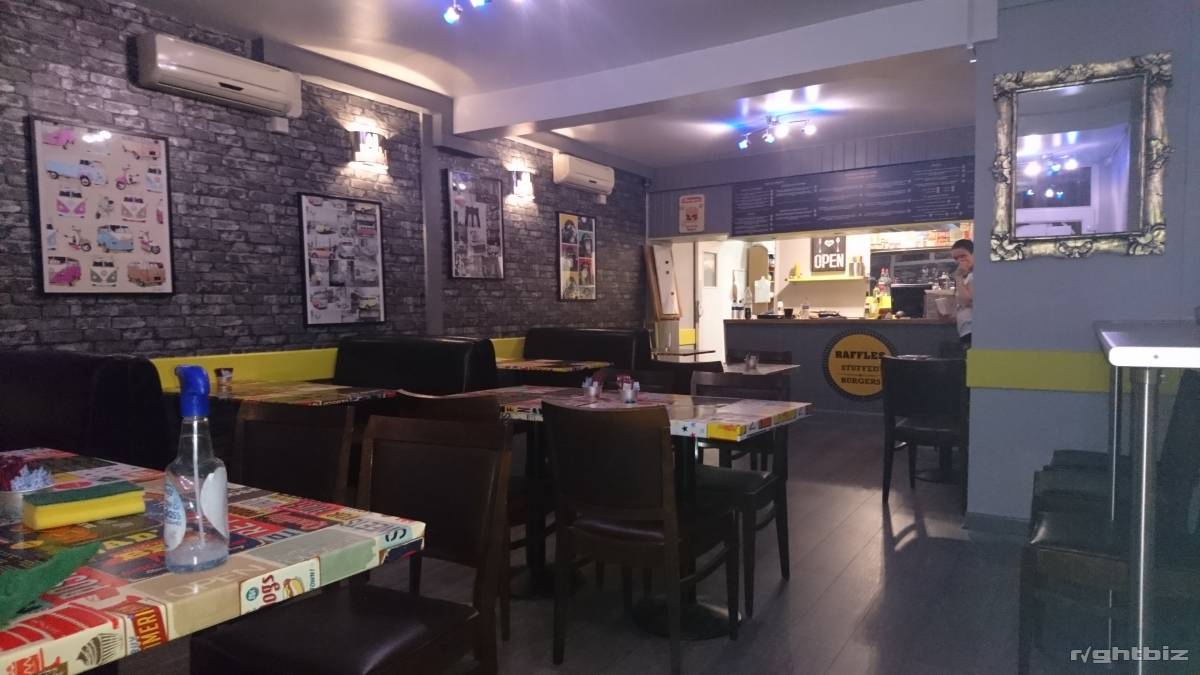 Restaurant in prime position for sale, leasehold with flexible renewal terms - Image 2