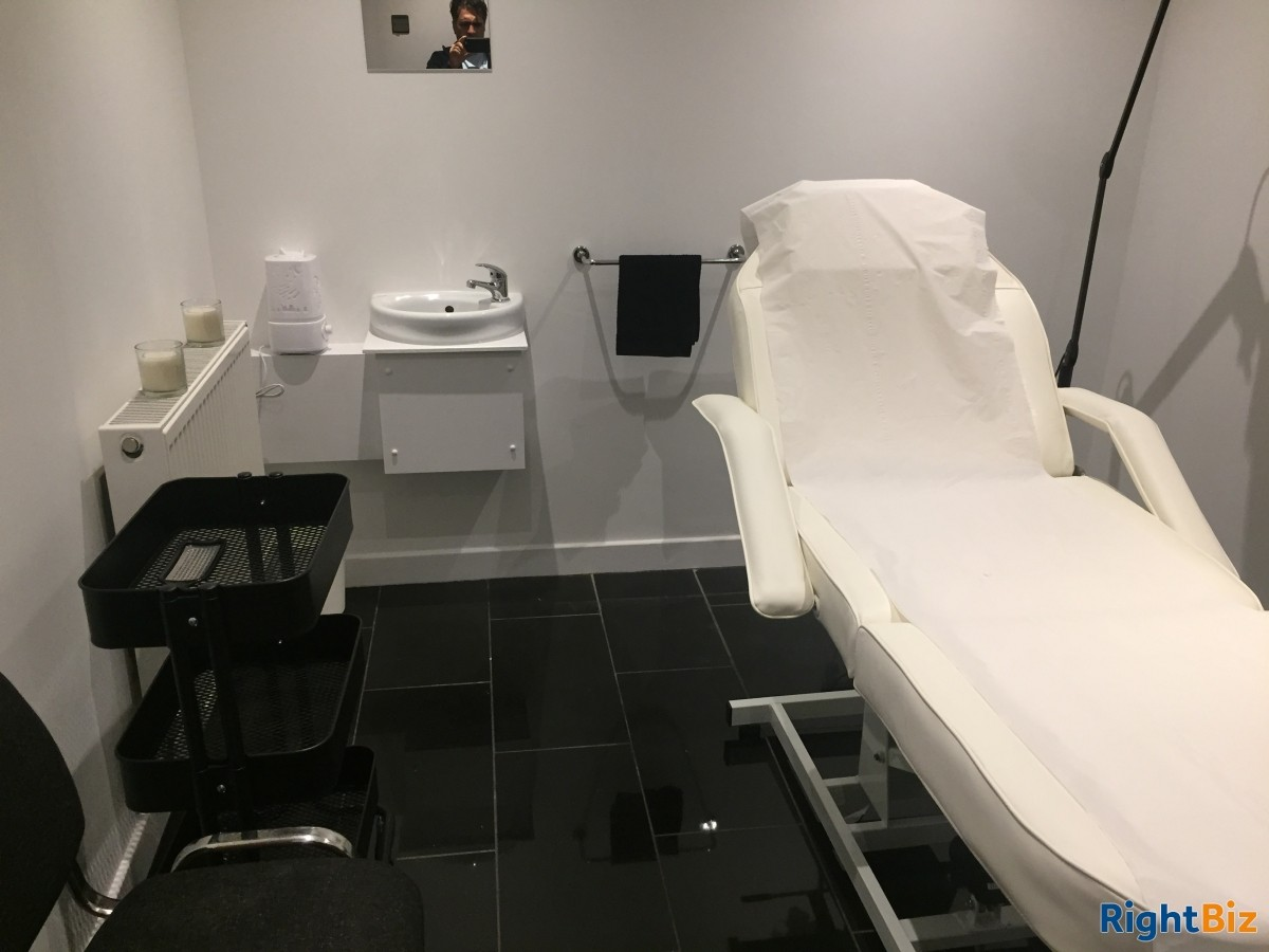 Hair Salon in Livingston for Lease in residential area - Image 2