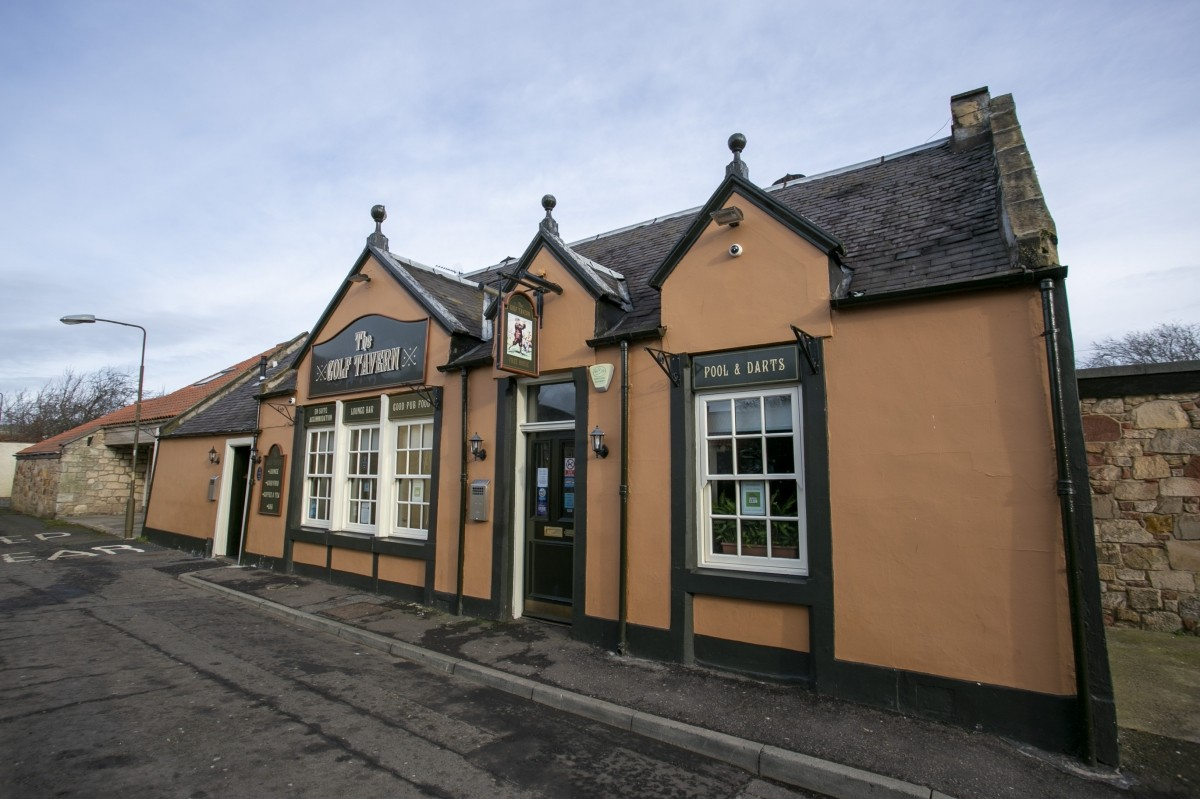 For Sale - Well Presented Small Town Hotel with Bar and Restaurant for Sale, Near to the Golf Coast. - Image 2