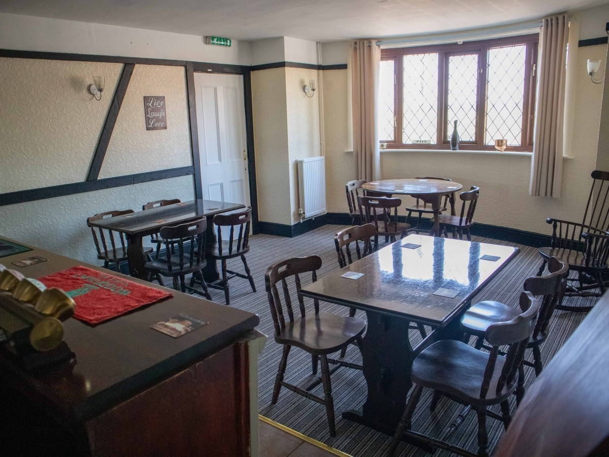 SUFFOLK - WELL PRESENTED FREEHOUSE - Image 2