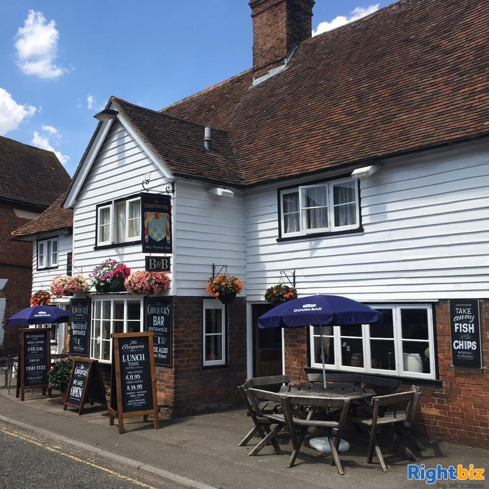 A CHARACTERFUL 14TH CENTURY INN - Image 2