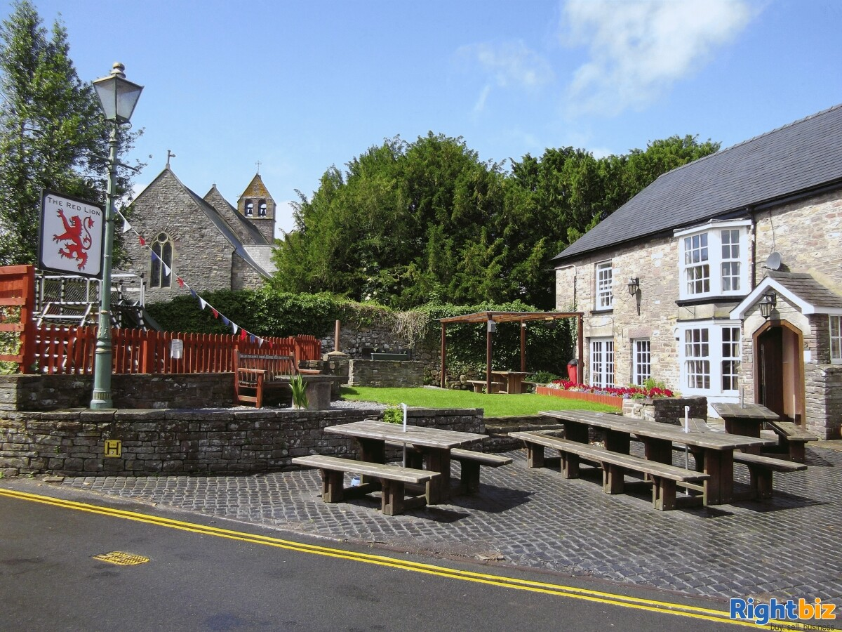 POWYS - CHARACTER STONE BUILT PUBLIC HOUSE IN POPULAR CANALSIDE VILLAGE IN THE HEART OF THE BREACON - Image 2