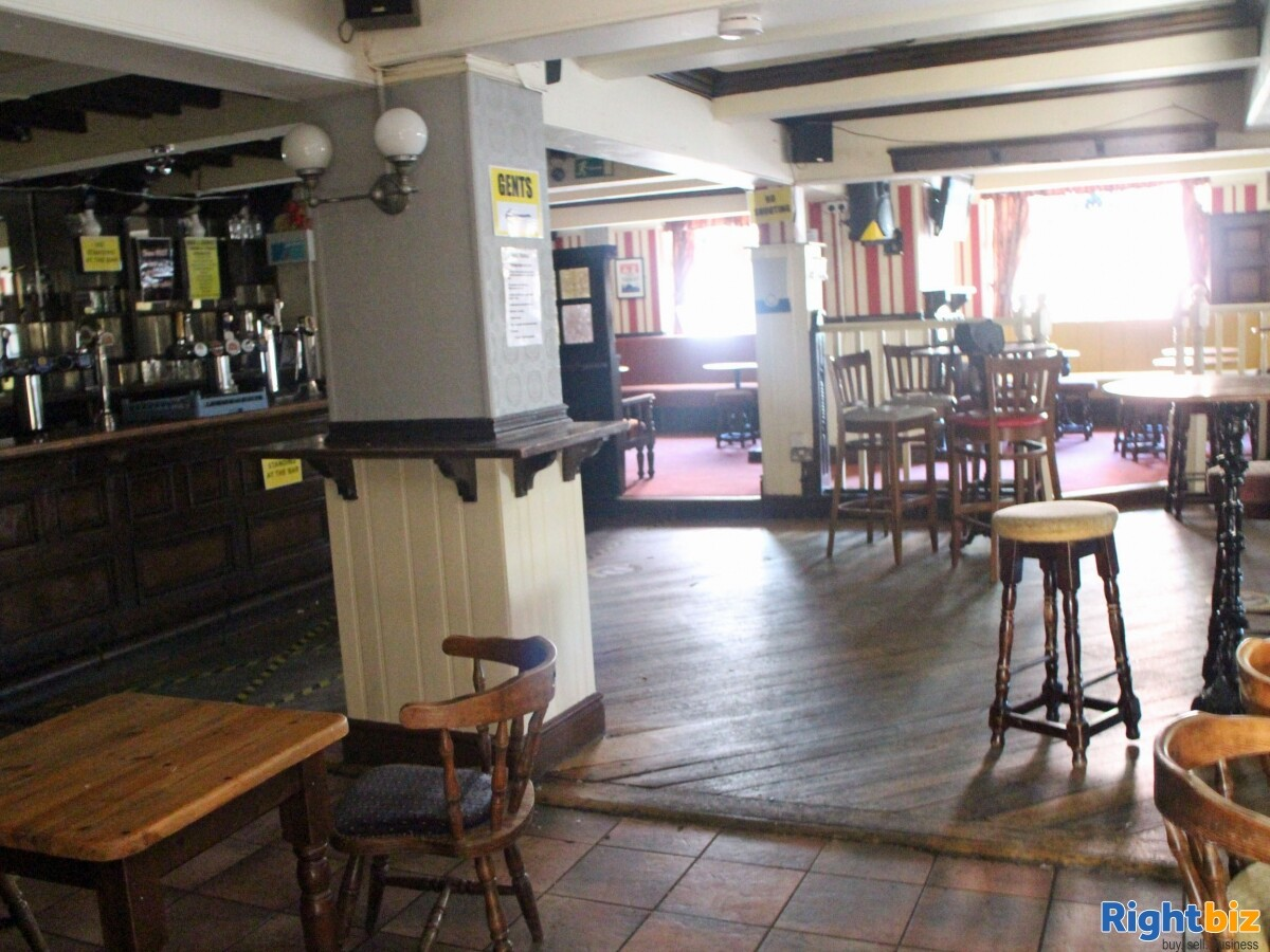 GREATER MANCHESTER- PUBLIC HOUSE LOCATED ON BUSY TOWN CENTRE HIGH STREET - Image 2