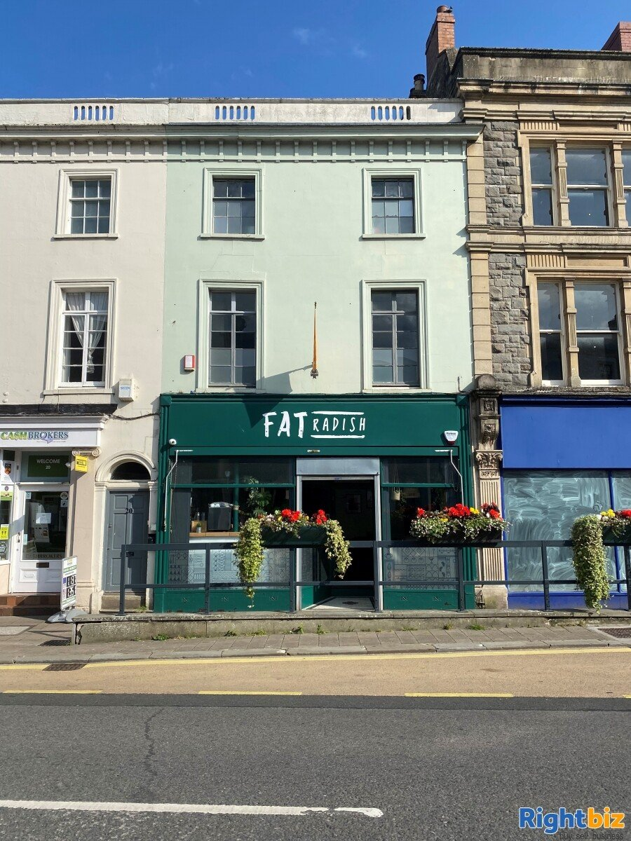 Superbly Presented  Restaurant For Sale in Frome - Image 2