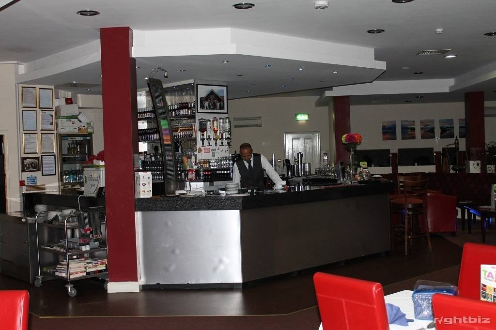 Spectacular large restaurant Opportunity, right next to Cinema and Leisure Complex - Image 3