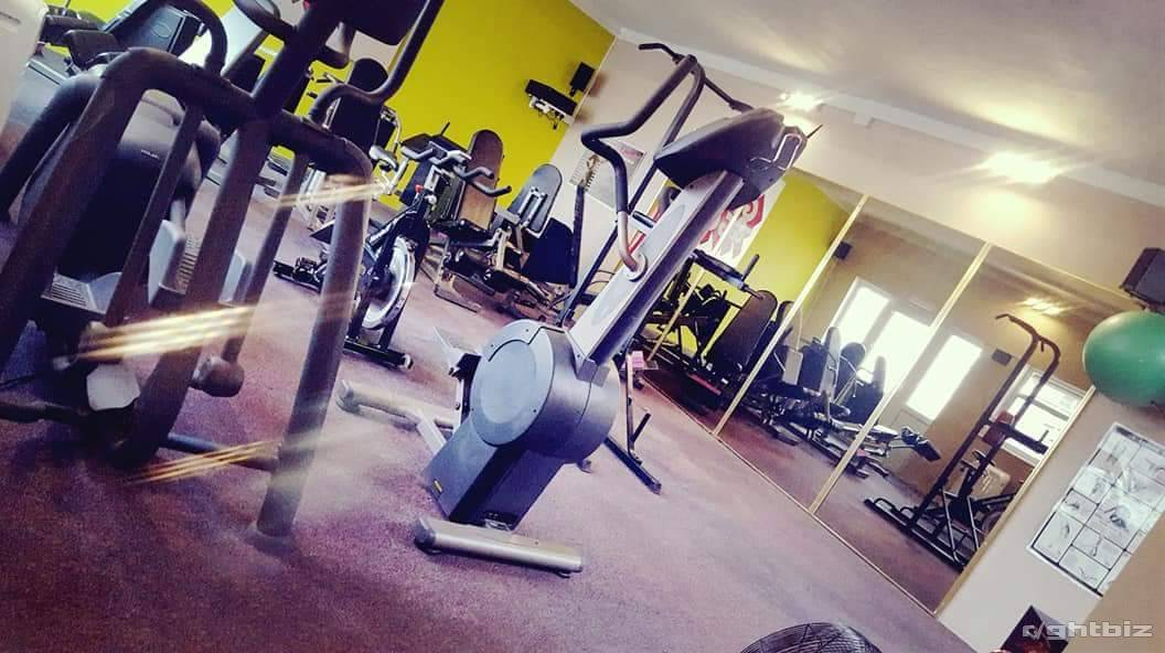 Gym with sunbed studio with low running costs. - Image 3