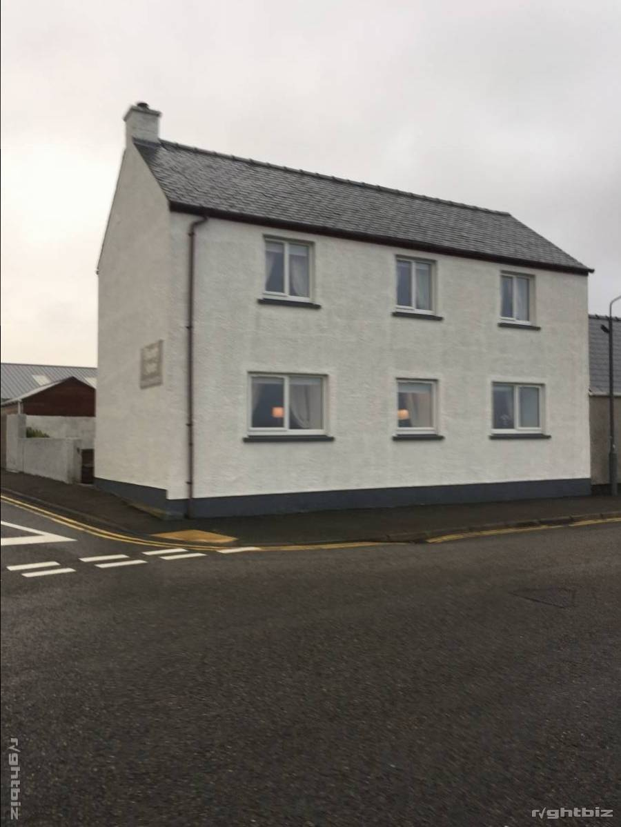 Prime location Bed and Breakfast in the Western Isles situated on the sea front. - Image 3
