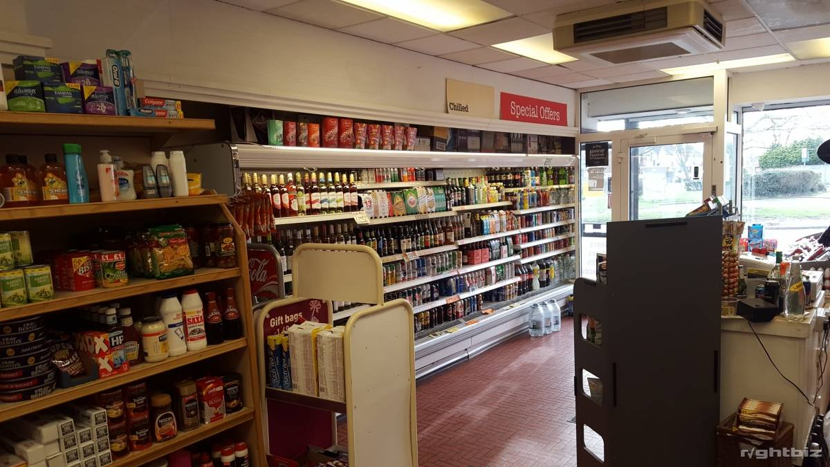 OFF LICENCE FOR SALE WITH LARGE 1BED FLAT VERY CHEAP RENT - Image 3