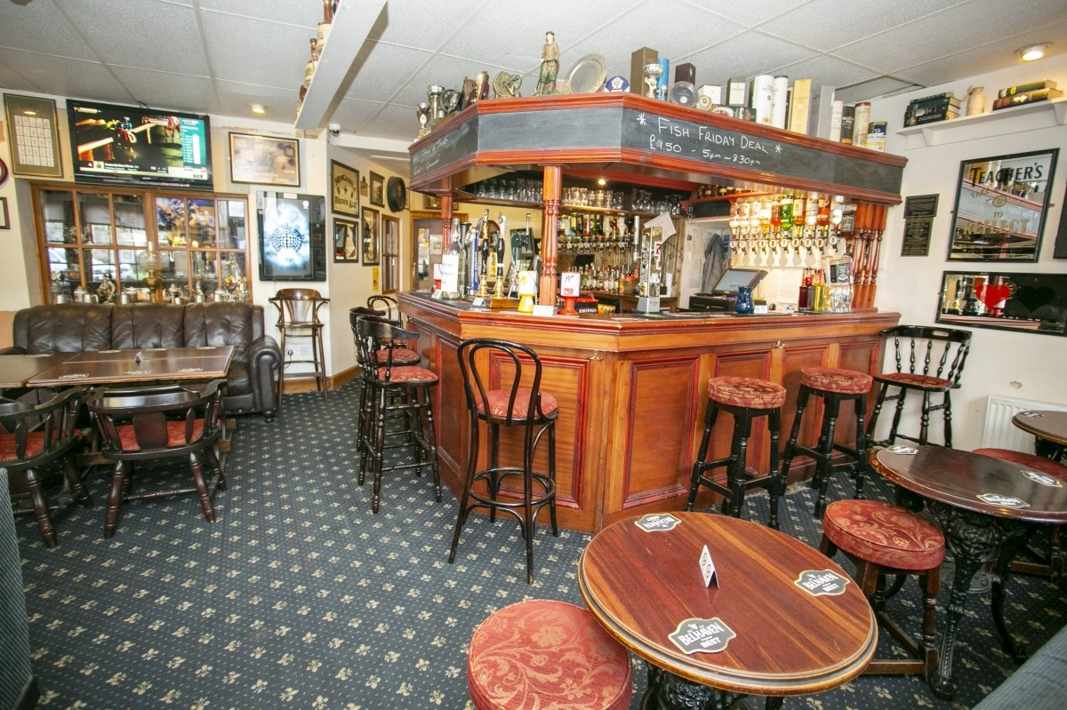 For Sale - Well Presented Small Town Hotel with Bar and Restaurant for Sale, Near to the Golf Coast. - Image 3
