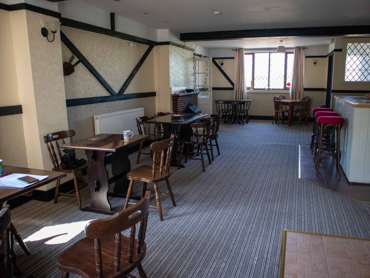 SUFFOLK - WELL PRESENTED FREEHOUSE - Image 3