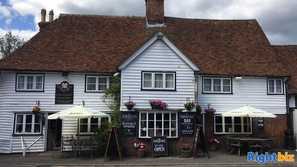 A CHARACTERFUL 14TH CENTURY INN - Image 3