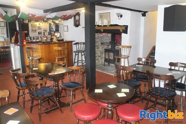HEREFORDSHIRE/POWYS BORDER - MARKET TOWN CENTRE FREE HOUSE - Image 3