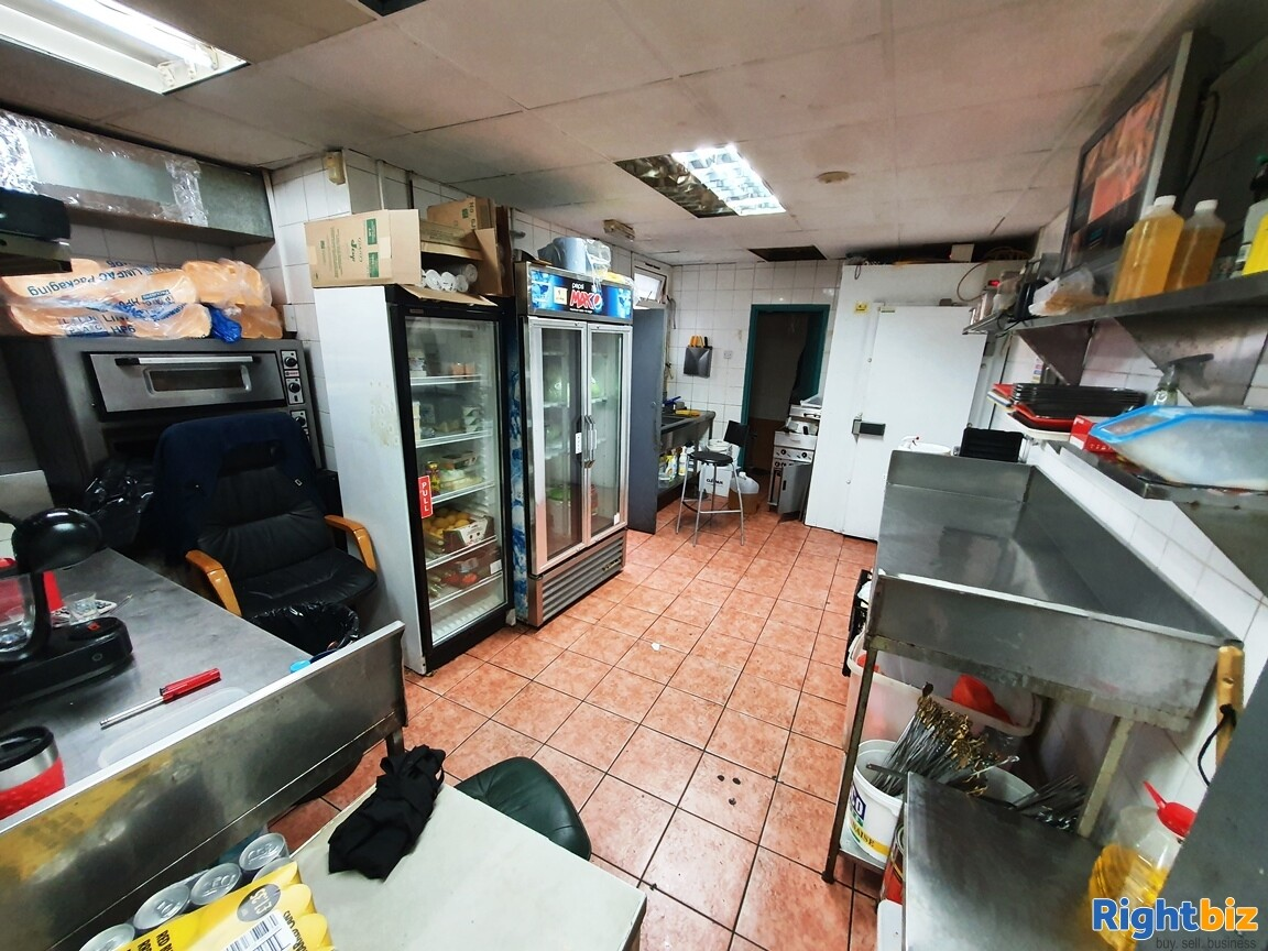 KEBAB – FASTFOOD A5 TAKEAWAY WITH ACCOMMODATION - TURNOVER £5,000 PER WEEK - Image 3