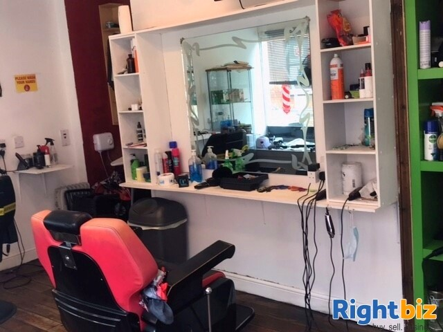 Established Men Barber Shop in Banbury Town Centre, Fully Equipped for a Quick Sale - Image 3