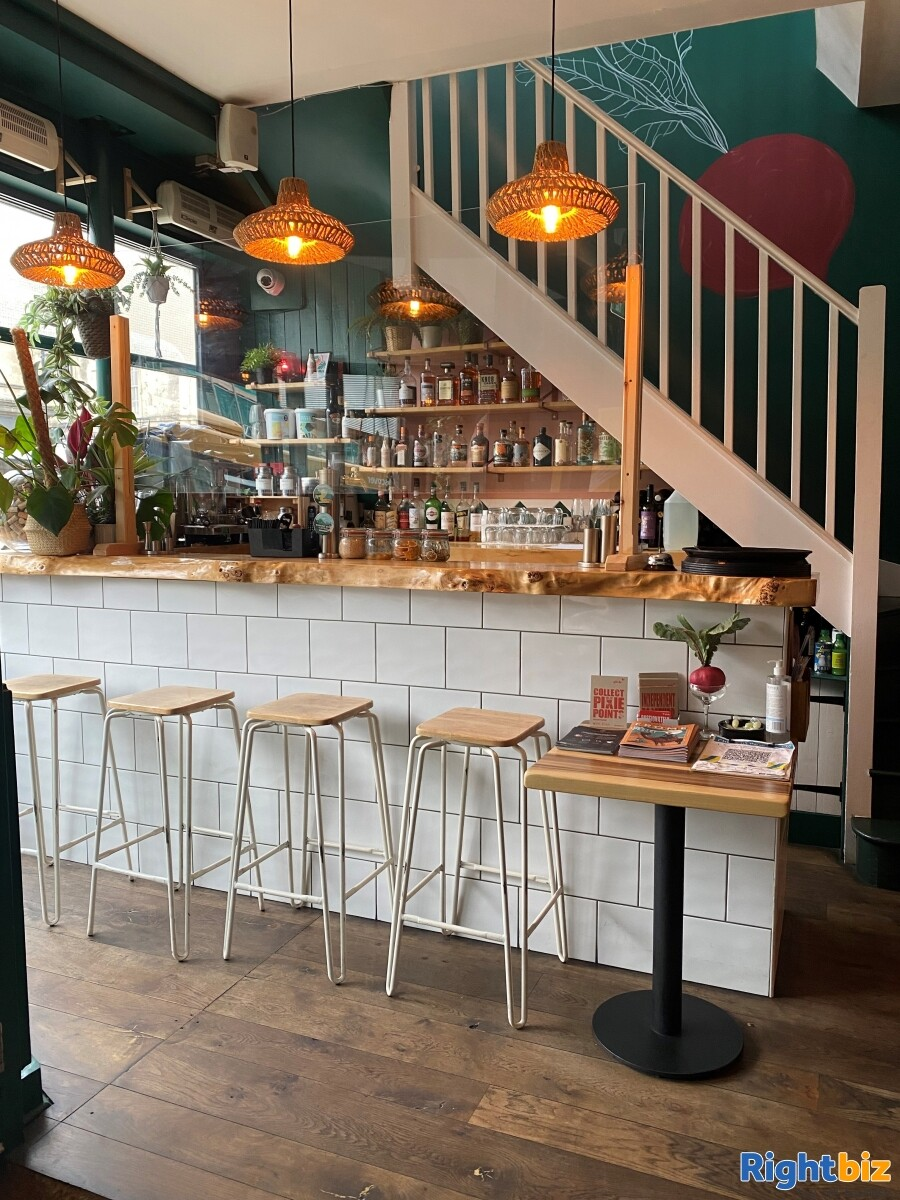 Superbly Presented  Restaurant For Sale in Frome - Image 3