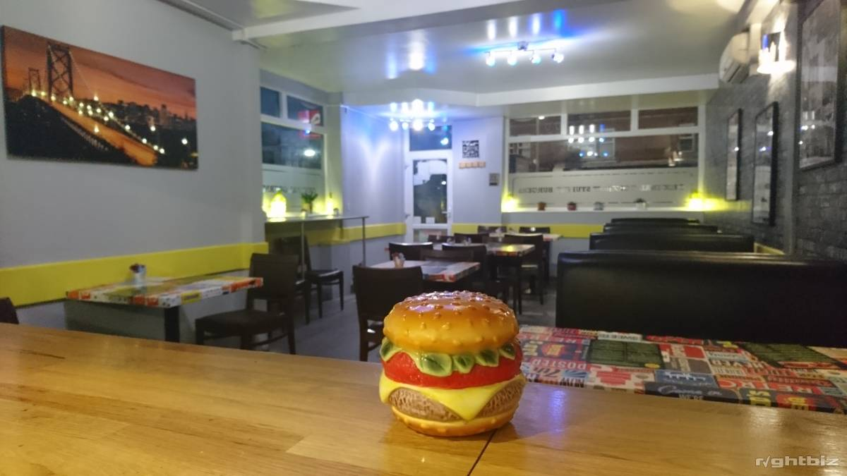 Restaurant in prime position for sale, leasehold with flexible renewal terms - Image 4