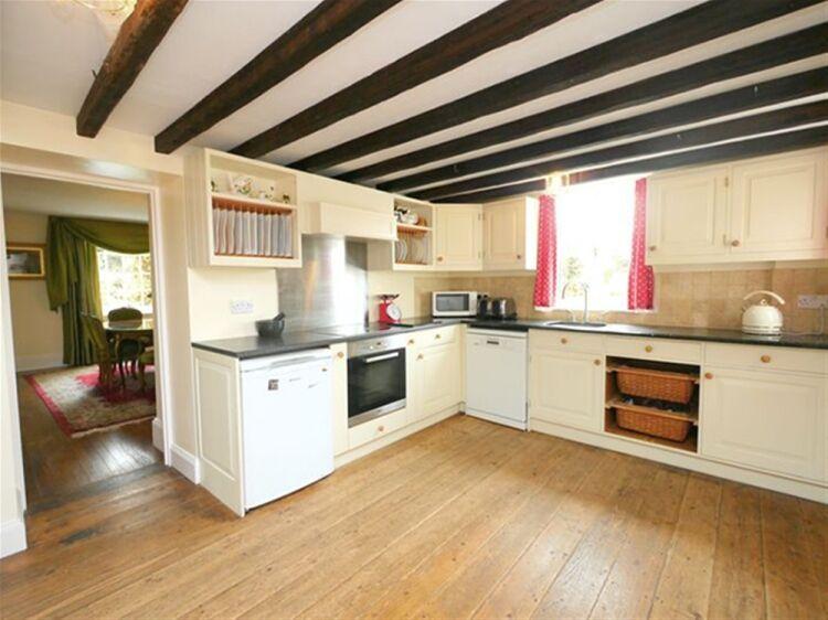 EXCEPTIONAL 5 EN SUITE LETTING ROOM GUEST HOUSE - WILTSHIRE - Image 4
