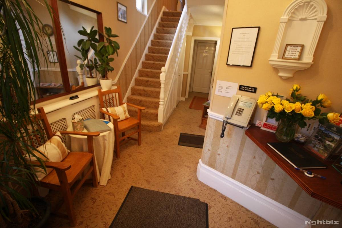 A successful 7-8 bedroom guest house in busy town in Wiltshire. Retirement Sale. - Image 4