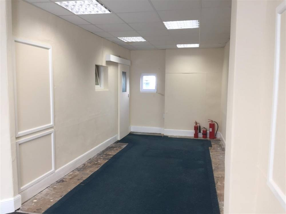 Town Centre Retail Premises For Sale in Newton Abbot - Image 4