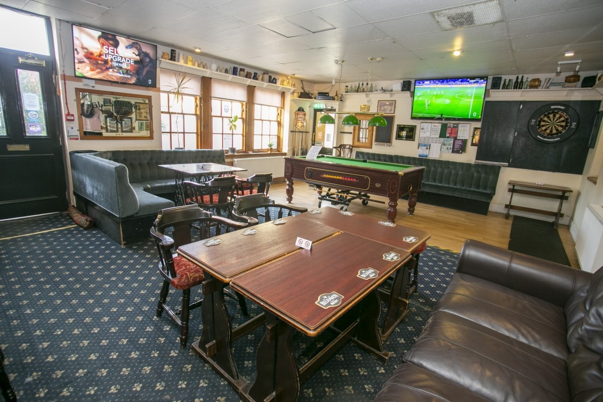 For Sale - Well Presented Small Town Hotel with Bar and Restaurant for Sale, Near to the Golf Coast. - Image 4