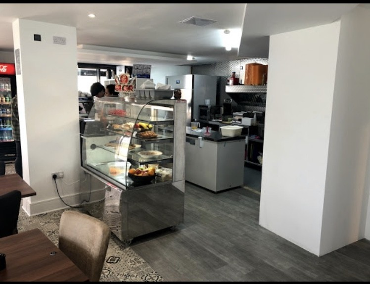 Freehold/leasehold A3 cafe/restaurant/potential conversion, prime location - Image 4