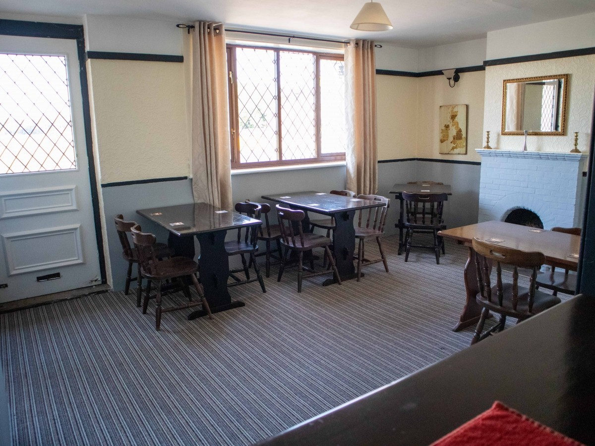 SUFFOLK - WELL PRESENTED FREEHOUSE - Image 4