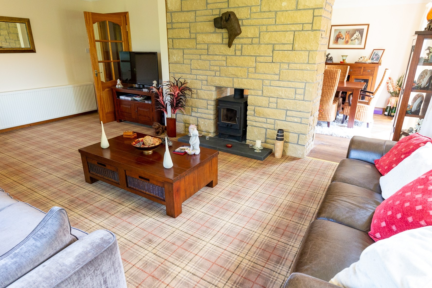 Profitable Boarding Kennels with Superb Family Home in 2.5 acres, Central Scotland - Image 4